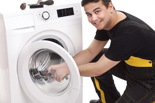 Bạn nên liên hệ với các đơn vị sửa chữa máy giặt uy tín