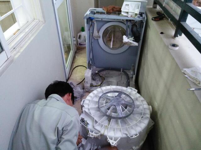 """Sửa chữa điện lạnh Bách Khoa sẽ giúp bắt đúng """"bệnh"""" cho máy giặt"""