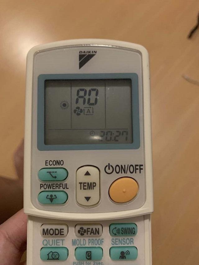 Chọn lần lượt các mã lỗi bằng nút tăng/ giảm nhiệt độ cho đến khi nghe tiếng bíp