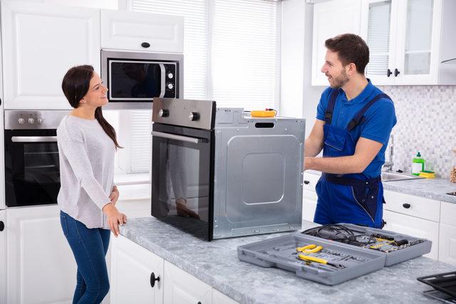 Khi tủ lạnh hư hỏng, hãy liên hệ với các đơn vị uy tín để được kiểm tra, hỗ trợ
