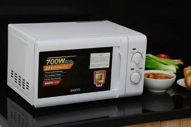 Lò vi sóng chính là giải pháp tốt nhất giúp tiết kiệm thời gian nấu ăn hay làm nóng thức ăn một cách nhanh chóng